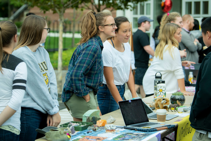 Student activities fair on Stewart Plaza