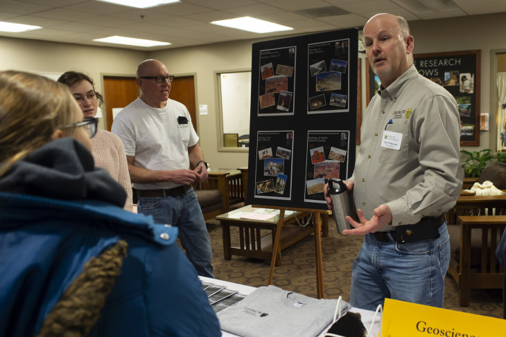 geosciences professor explains to admitted students about his program