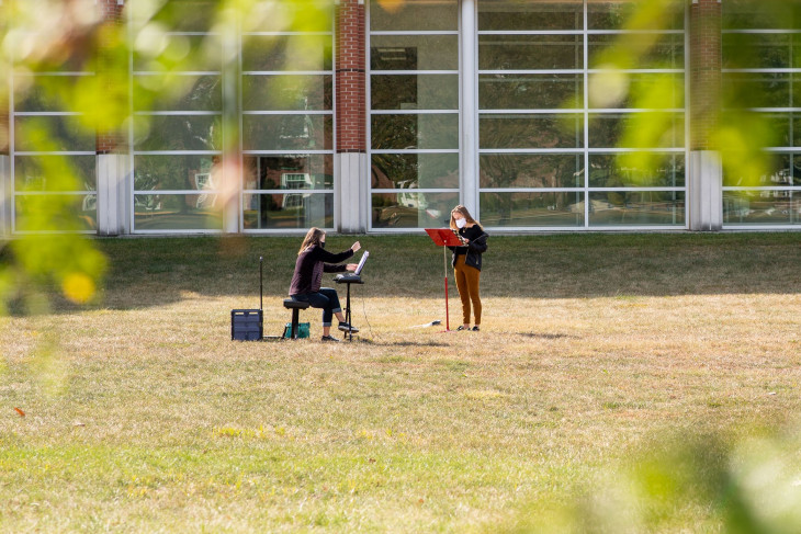 Outdoors music lesson in Bowman Park