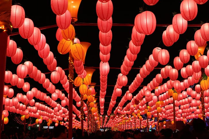 Paper lanterns over a Chinese common area