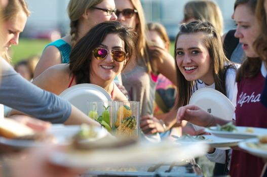 Interns Vanessa Freije '17 and Rachel Hanebutt '15 at the annual Campus Farm Dinner