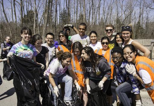 Bonner Scholars clean up DePauw's Nature Park.