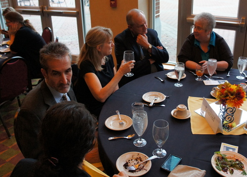 2012 Mendenhall Speaker, Samuel Freedman, in conversation with a student during the Mendenhall Dinner.