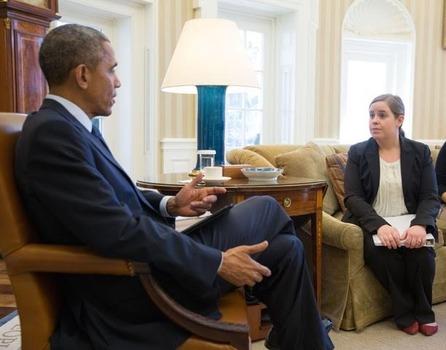 Bess Evans '07 talking with President Barack Obama