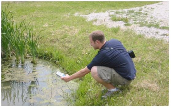Mark Loomis '06 analyzing water samples.