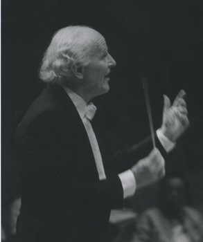 Conductor Sir David Willcocks visits DePauw as guest conductor and lecturer - 1989