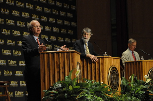Reserved seating is available to Society members at on-campus lectures.  Pictured is the Timothy and Sharon Ubben lecture that featured Karl Rove and Howard Dean on September 11, 2009.