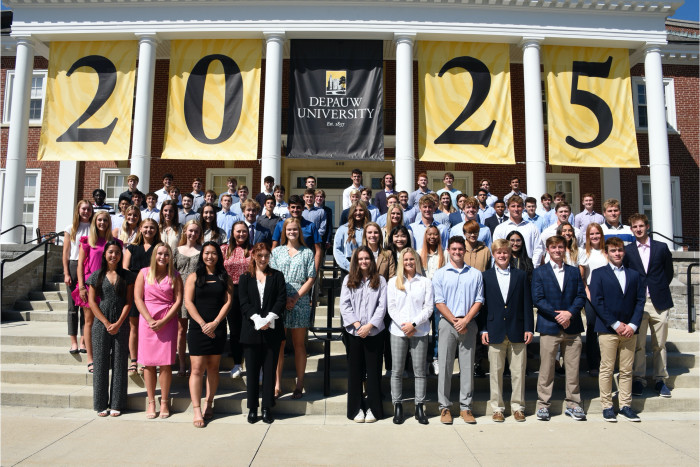 Class of 2025 banner with gold background