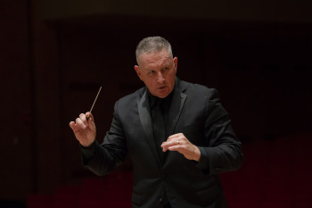 Craig Paré conducting University Band