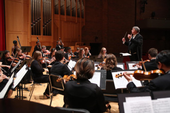 Orcenith Smith conducting