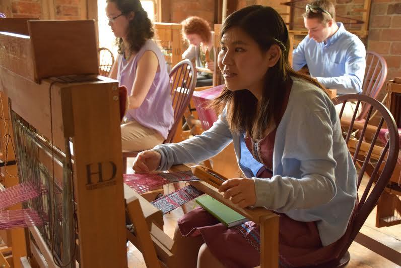 Midori Kawaue weaving