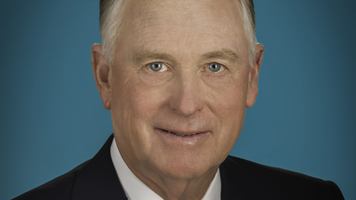 Dan Quayle '69 is sworn in as vice president