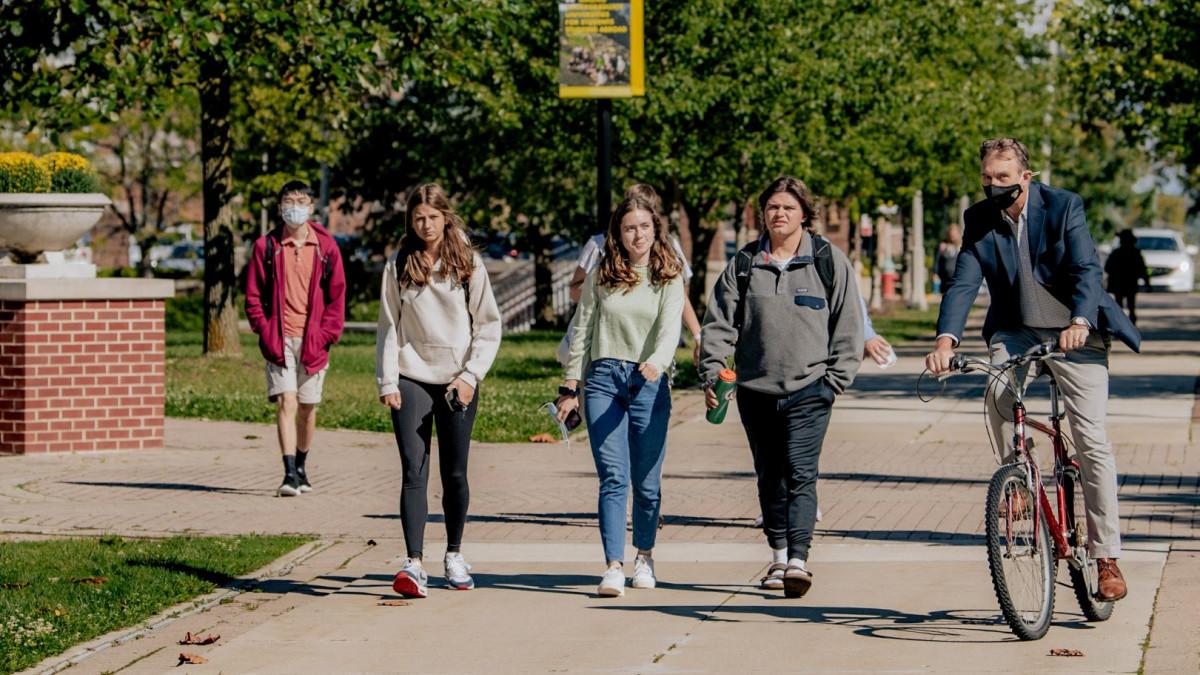 Alumni news roundup - Oct. 19, 2021
