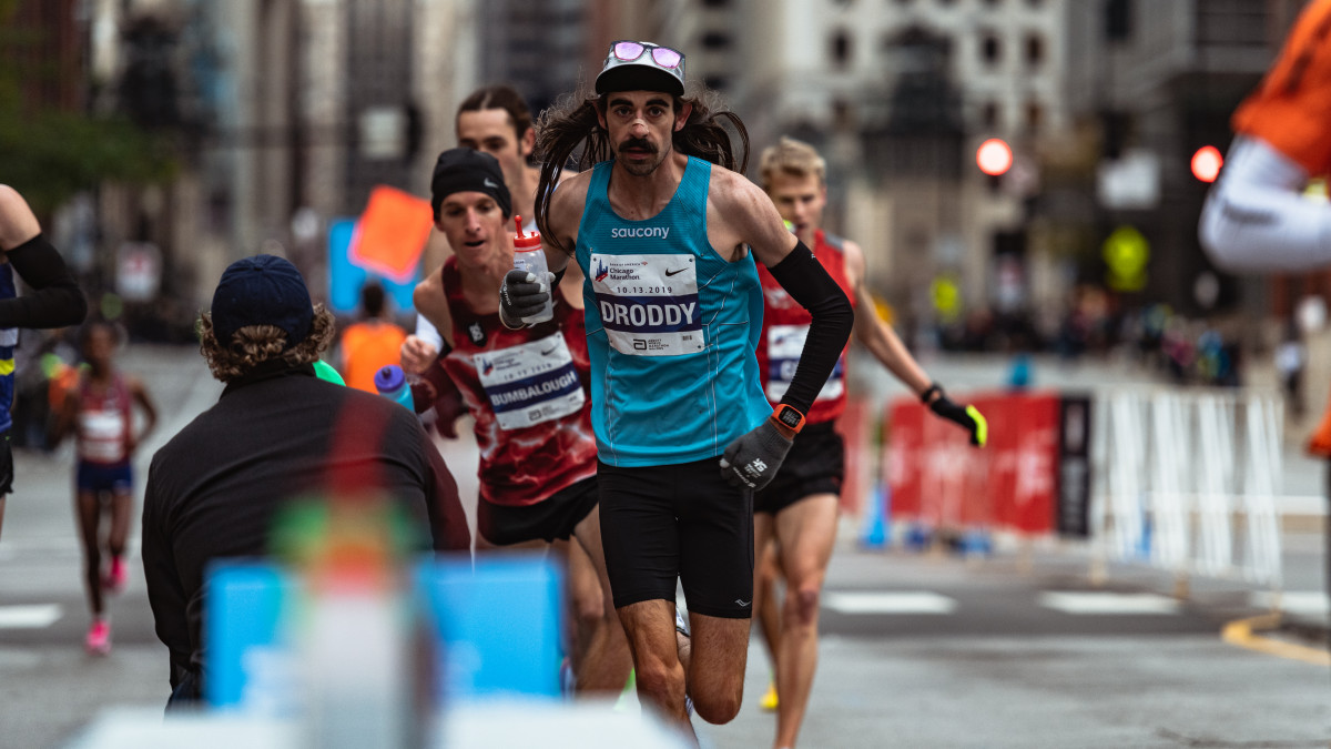 Noah Droddy runs in the Chicago Marathon